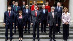 Foto del Consejo de Ministros tras la incorporación al Gobierno de Román Escolano. (Foto: EFE)