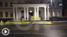 Así ha quedado la Embajada de España en Londres tras el ataque de los independentistas.