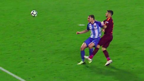 Luis Suárez agredió a Miquel en una jugada sin balón de por medio