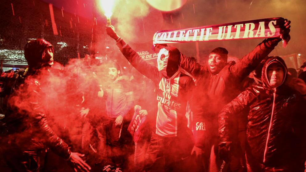 Ultras del PSG antes del partido contra el Real Madrid. (AFP)