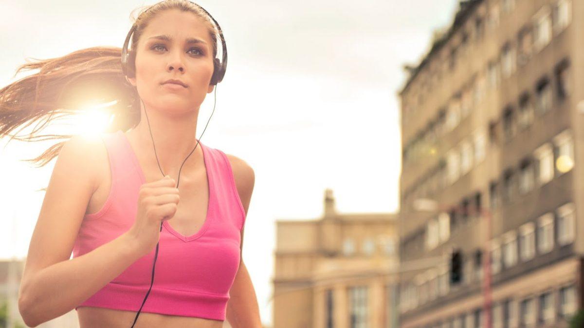 Correr con música te ayuda a hacer más kilómetros
