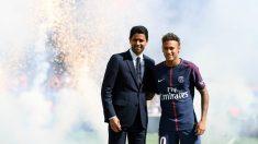 Neymar y Al Khelaifi, en la presentación del jugador. (AFP)