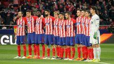 El Atlético de Madrid guarda un minuto de silencio. (Foto: E. Falcón)