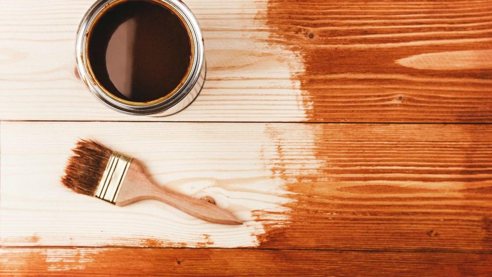 C mo barnizar madera paso a paso trucos y consejos - Pintura para madera barnizada ...