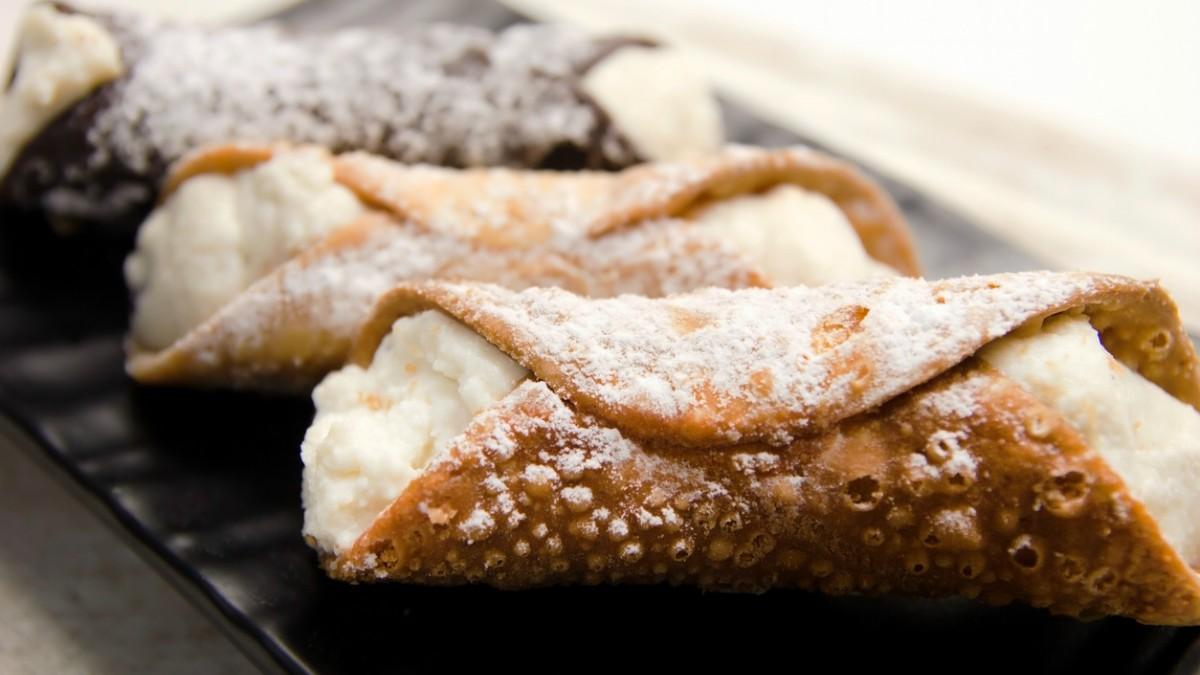 Cannolis sicilianos: Receta del postre tradicional italiano