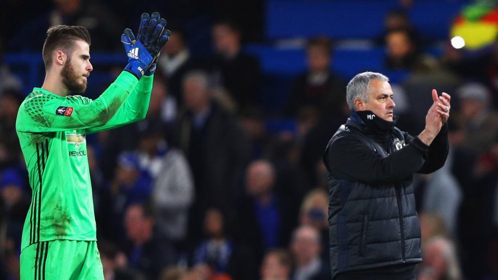 David de Gea y José Mourinho aplauden a la afición después de un partido del Manchester United. (Getty)