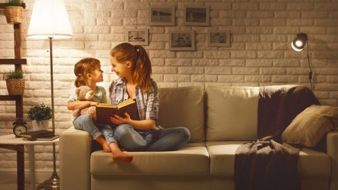 Familia en casa (Foto. Istock)