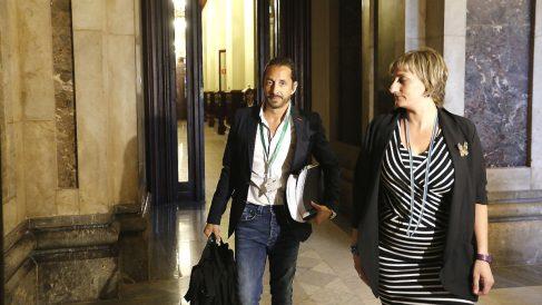 El detective Julián Peribáñez (que fue espiado por los Mossos), minutos antes de comparecer ante la comisión de investigación de la Operación Cataluña en el Parlament.