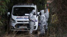 Agentes británicos en la zona donde fue envenenado Sergei Skripal (Foto: AFP)