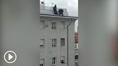 Agentes de la Policía Nacional evitan que una mujer se suicide