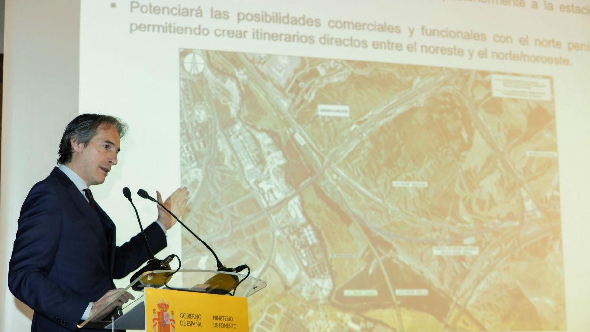 El ministro de Fomento Iñigo de la Serna, durante su intervención en la presentación del proyecto de ampliación de la estación de Madrid-Puerta de Atocha. (Foto: Efe/ FERNANDO ALVARADO)