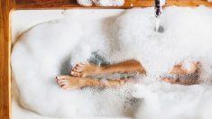 Cómo hacer un baño de burbujas con ingredientes naturales paso a paso