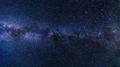 Un año luz equivale a unos 9'5 billones de kilómetros. Es unidad que usan los astrónomos para medir las distancias en el espacio