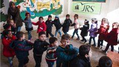 Niños sirios, en una escuela del Servicio Jesuita a Refugiados (JRS) en Líbano. (Foto: Kristof Honvnenyi /JRS)