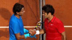 Nadal-y-Federer-se-saludan-en-el-último-enfrentamiento-entre-ambos-en-Roland-Garros,-la-final-de-2011-(Getty)