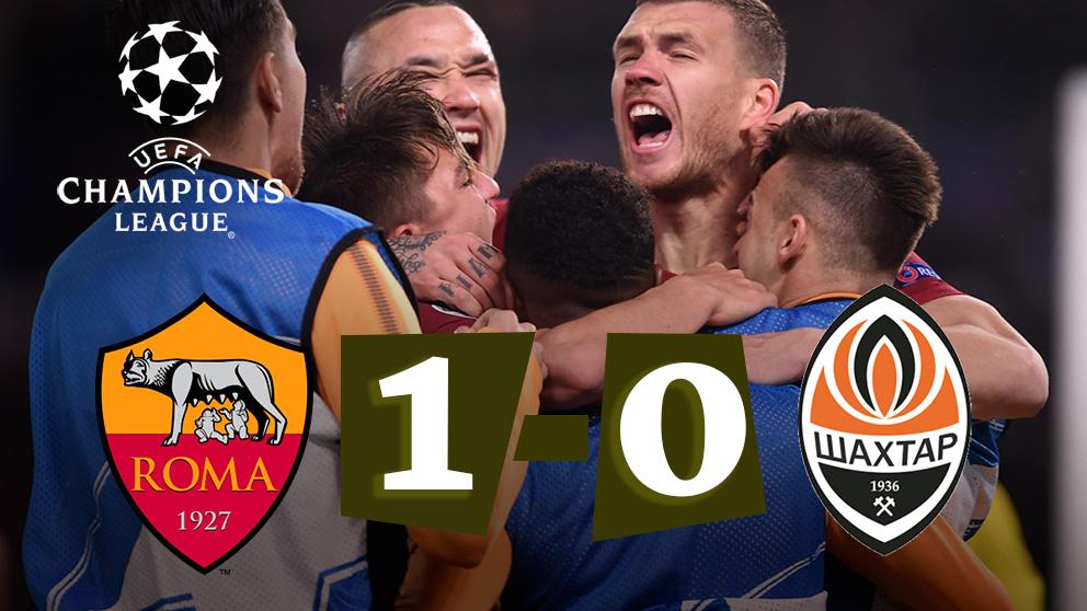 Los jugadores de la Roma celebran el gol frente al Shakhtar.