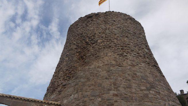 Paradores pelea con la Generalitat para que retire una bandera independentista del centro de Cardona