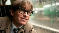 Eddie Redmayne interpretando a Stephen Hawking en 'La teoría del todo'.