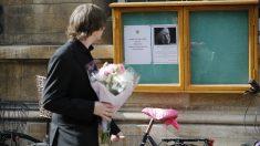 Anuncio de la muerte del profesor Stephen Hawking en la Universidad de Cambridge. (Foto: AFP)