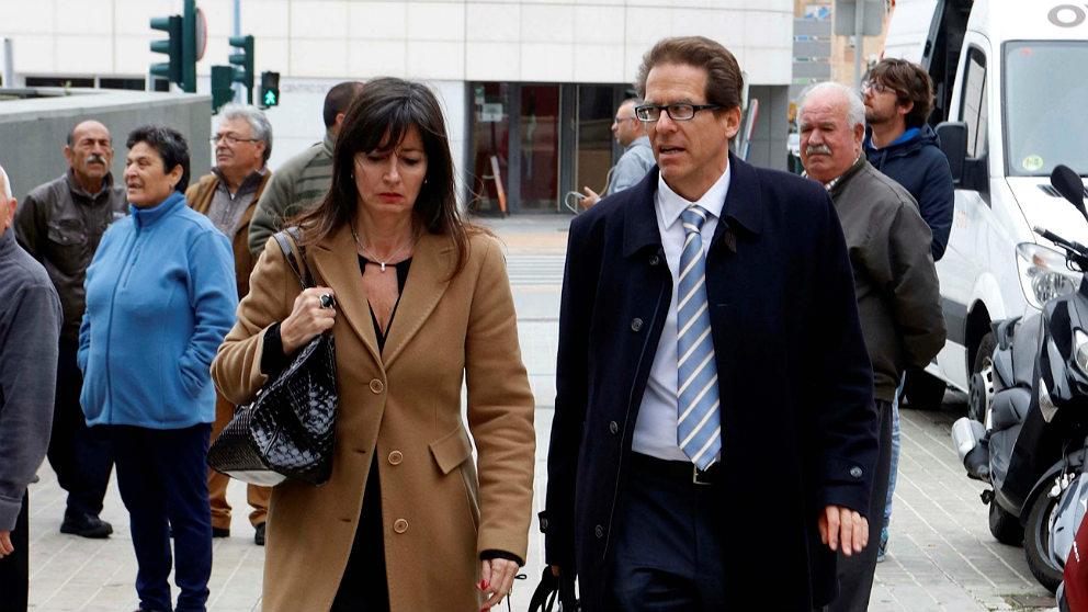 Beatriz Gámez y Esteban Hernandez, abogados de Ana Julia Quezada, acusada del asesinato de Gabriel Cruz. (EFE)
