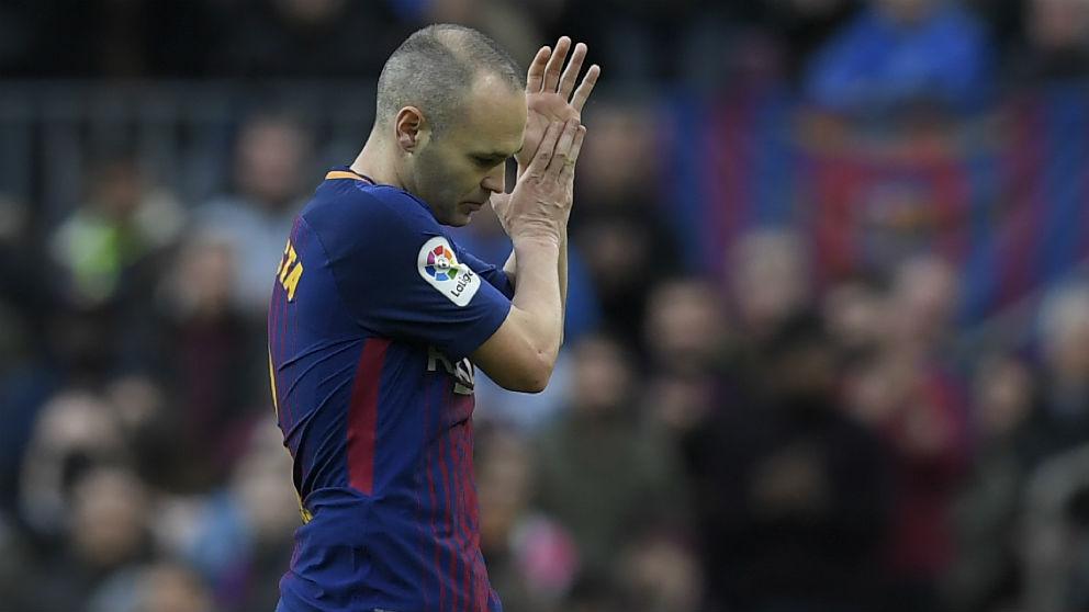 Iniesta, en un partido en el Camp Nou. (AFP)