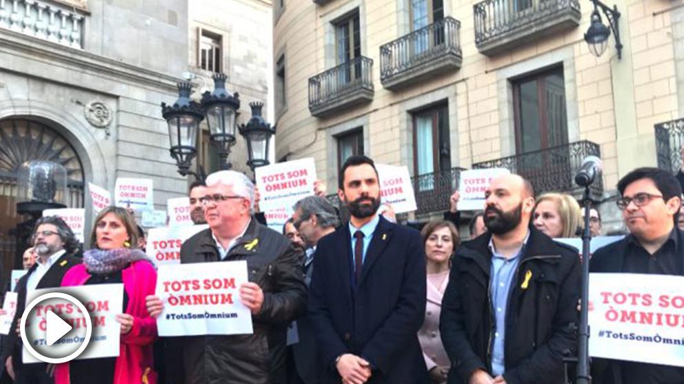tEl presidente del parlament, Roger Torrent, esta tarde la concentración de la Plaza de Sant Jaume.