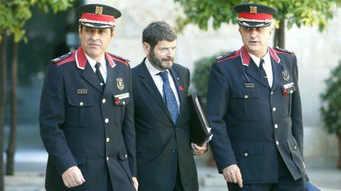 El mayor Josep Lluís Trapero, el ex director de los Mossos Albert Batlle y el ex comisario de Información Manel Castellví.