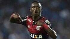 Vinicius celebra uno de sus goles al Emelec. (AFP)