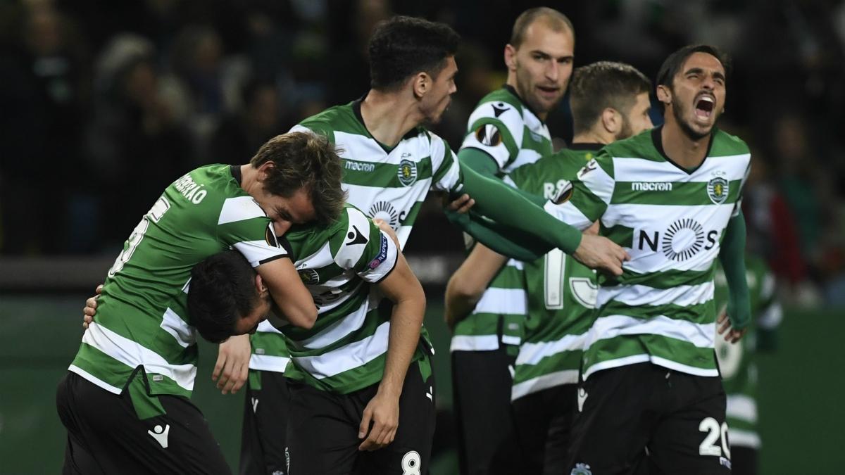 Los jugadores de Sporting celebran un gol durante esta temporada. (AFP)