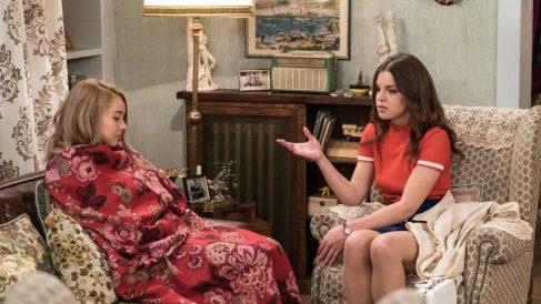 Maria y Luisita mientras charlan en 'Amar es para siempre'. (Foto: atresmedia)