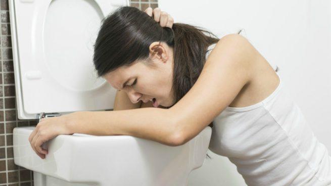 Vómito biliar: ¿Por qué expulso bilis de color verde y amarillo?