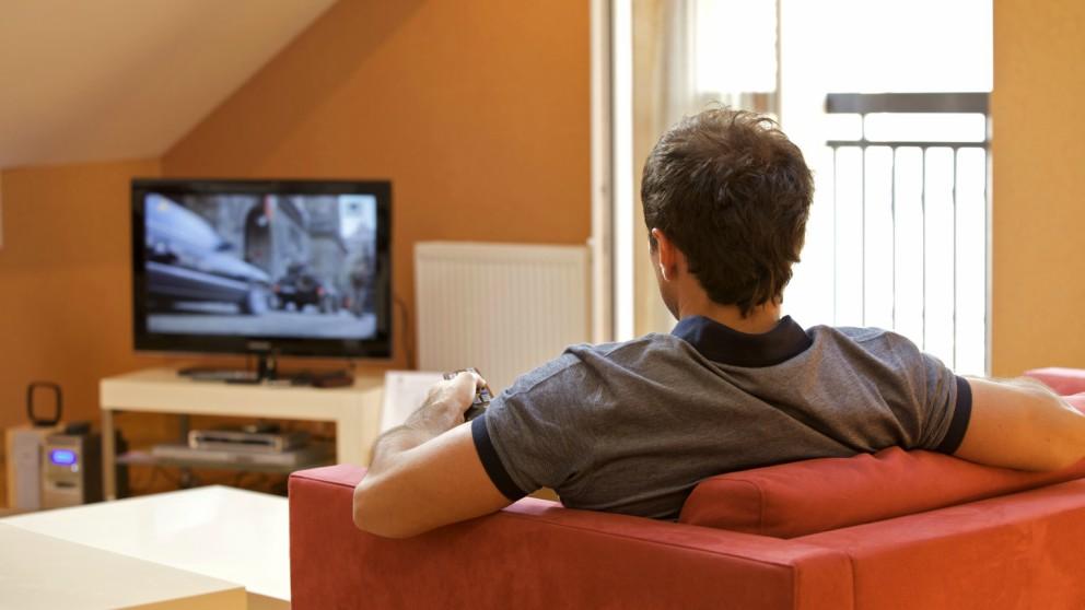 Esta es la distancia ptima para ver la televisi n - Distancias recomendadas para ver tv led ...