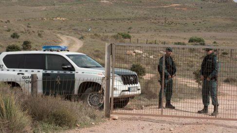 La Guardia Civil custodia la finca de Rodalquilar, en Níjar (Almería), en la que se está inspeccionando el pozo en el que Ana Julia Quezada ocultó el cuerpo de Gabriel Cruz. Foto: EFE