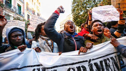 """Concentración este viernes contra """"el racismo institucional asesino"""" tras la muerte del mantero en Lavapiés (Foto: Alberto Nevado)."""