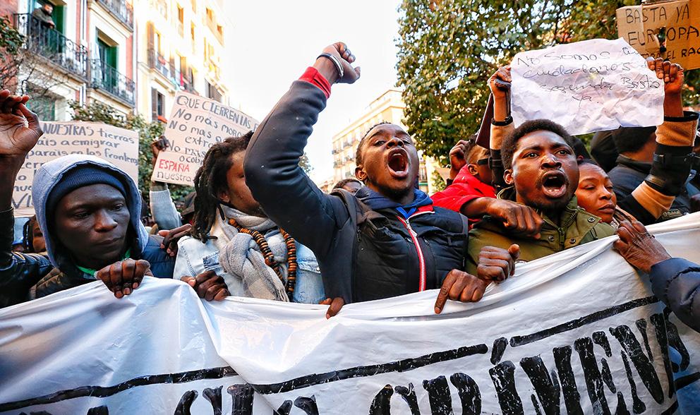 Concentración este viernes contra «el racismo institucional asesino» tras la muerte del mantero en Lavapiés (Foto: Alberto Nevado).