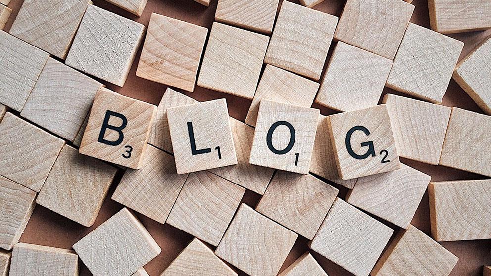 """Julio Cabrero define blogosfera como """"un sistema virtual en el que se establecen comunidades de weblogs, categorizados temáticamente o por perfiles de interés"""""""