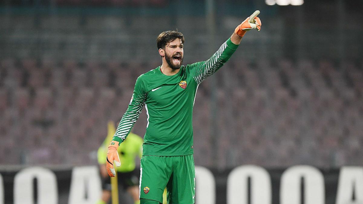 Alisson durante un partido con la Roma (Getty)