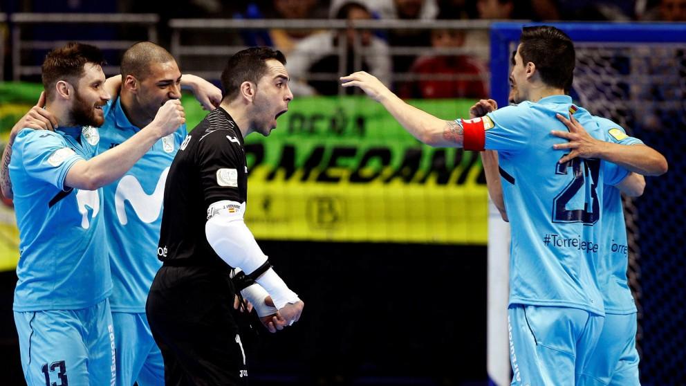 Los jugadores de Inter Movistar celebran un gol. (EFE)