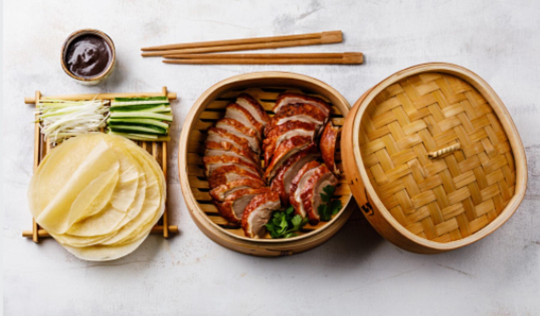 Pato laqueado a la pekinesa: un manjar de la cocina china