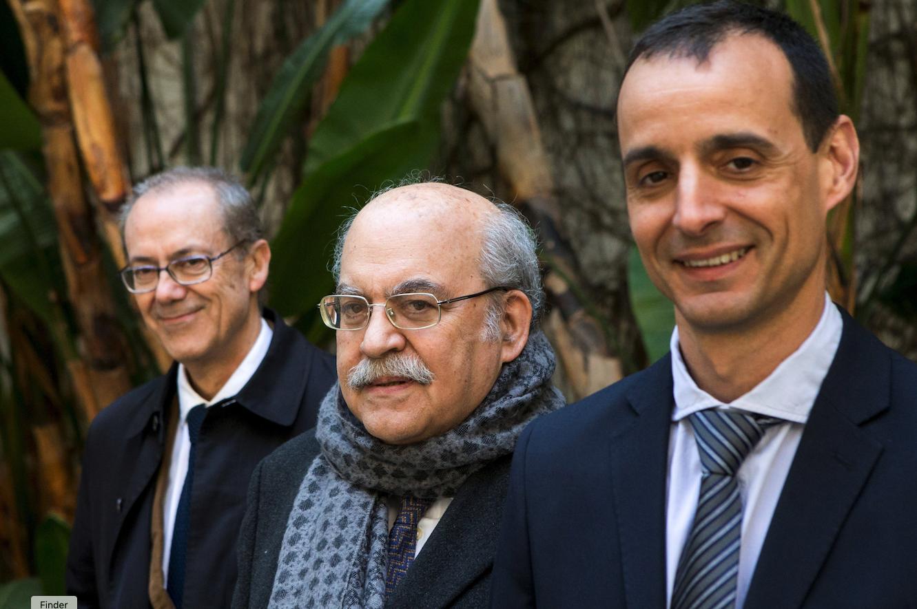 Los autores del libro «Turbulències i tribulacions. Els anys de les retallades», Albert (i), Andreu Mas-Colell (c) e Ivan Planas (d). EFE/Quique García