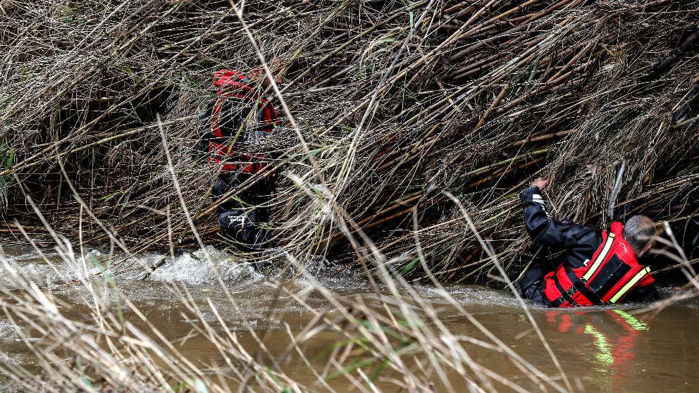 Equipos de búsqueda de un desaparecido a causa del temporal (Foto: Efe).