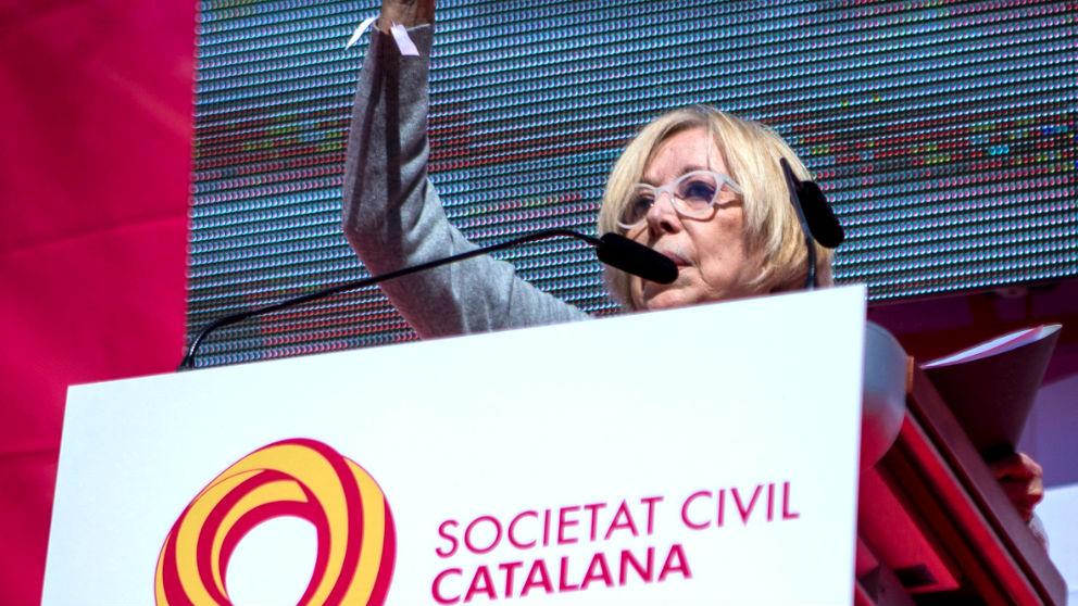 Rosa Maria Sardà durante su discurso al final de la manifestación de este domingo en Barcelona (Foto: Efe).