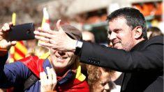 Manuel Valls en la manifestación de Barcelona (Foto: AFP).