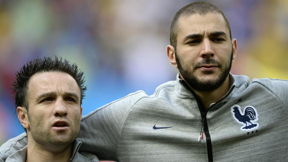Benzema y Valbuena, en un partido con Francia. (AFP)