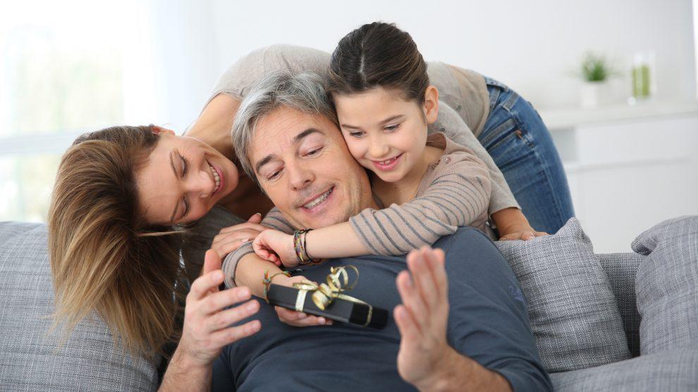 Escoge el regalo que más concuerde con los gustos y la personalidad de tu progenitor.