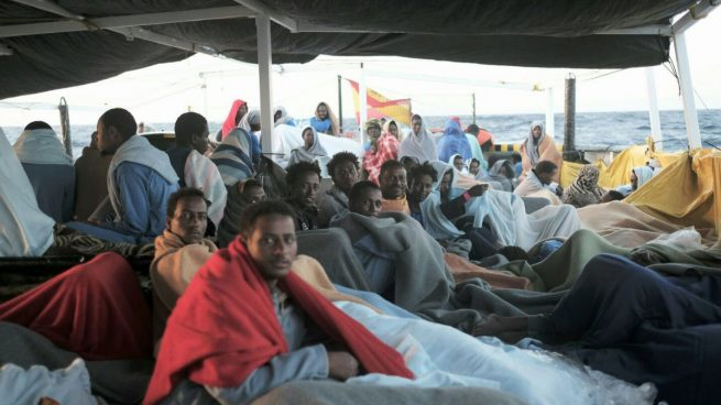 Inmigrantes libios en el barco de la ong catalana Proactiva Open Arms retenido en Sicilia. Foto: @Campsoscar