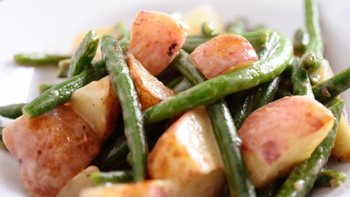 Receta de judías verdes con patatas sana y fácil de preparar