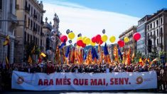 Manifestación de Sociedad Civil Catalana por las calles de Barcelona. (Foto: EFE)