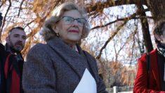 Manuela Carmena visitando El Retiro. (Foto. Madrid)