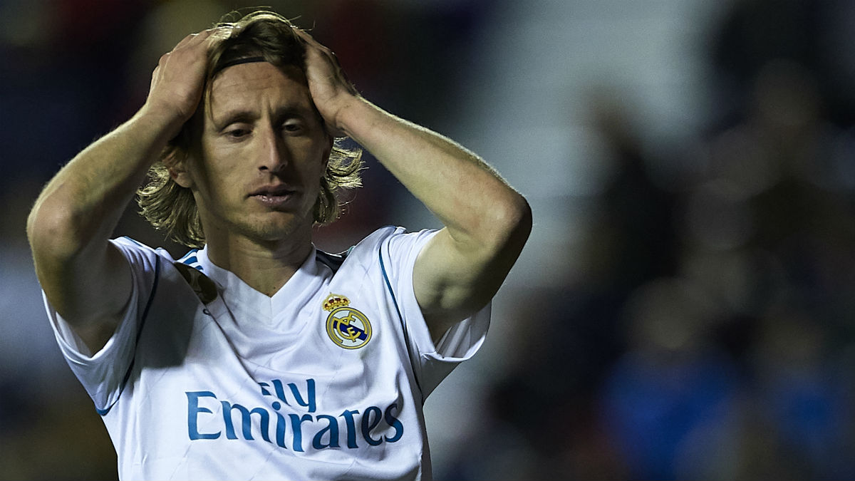 Luka Modric se lamenta en un partido del Real Madrid (Getty).